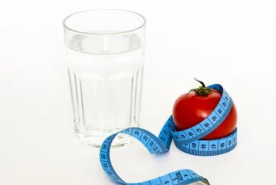 when to drink hot water to lose weight